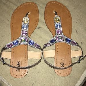 EUC gemstone size 10 sandal, multi color